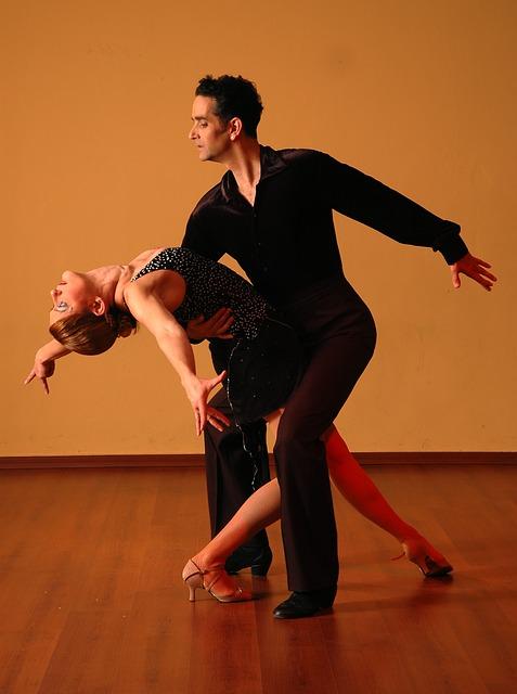 dancing-929816_640